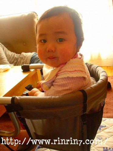 赤ちゃんのテーブルチェア